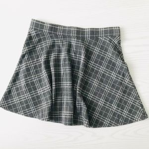 Forever 21 Mini Gray Plaid Skirt EUC Large